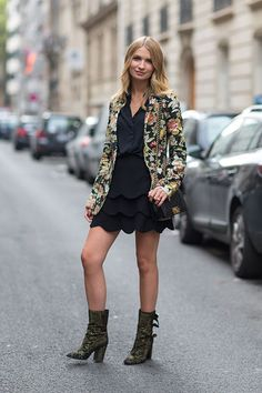 Street Style: Paris Fashion Week Spring 2014 Black layers with floral coat and cute boots Fashion Week Paris, Street Fashion, Spring Street Style, Street Style Looks, Floral Jacket, Floral Blazer, Jacket Images, Fashion Articles, Love Fashion