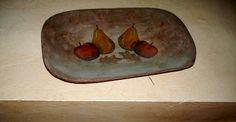 mi batea de madera con decoupage, peras manzanas ...........