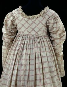 Detail of dress, dated c. 1814, Great Britain. V&A: # T.674-1913. Prick-stitching on all back seams.