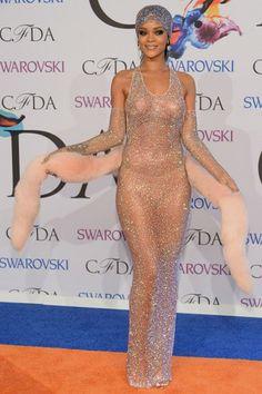 Wow, Rihanna. Im Nacktkleid auf den roten Teppich? Ist das zu viel?  Lest HIER mehr: ► http://bit.ly/Rihanna-Nacktkleid ◄  Credit: Getty Images