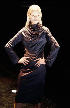 Alexander McQueen Fall 1998 Ready-to-Wear Fashion Show Collection Timeless Fashion, High Fashion, Alexander Mcqueen Savage Beauty, Become A Fashion Designer, Fashion Show Collection, Costume Design, Dress Making, Runway Fashion, Ready To Wear