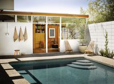 Jessica De Ruiter's Mid-Century Modern Oasis in Silver Lake -- Outdoor Pool -- Via C Home -- photo Home Interior, Interior And Exterior, Outdoor Spaces, Outdoor Living, Porche, California Cool, Mid Century House, Cool Pools, House And Home Magazine