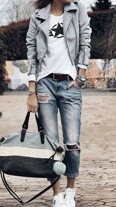 Elegant outfit with blue ripped jeans and white t-shirt jeans, 7 Cute Outfits To Try In Spring And Summer Season Mode Outfits, Jean Outfits, Casual Outfits, Fashion Outfits, Womens Fashion, Jeans And T Shirt Outfit Casual, Women Fashion Casual, Jeans And Sneakers Outfit, Edgy Fall Outfits