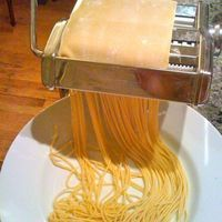 Thermomix: Pasta dough INGREDIENTS 3 eggs / extra large is great flour 1 T extra virgin olive oil t water 3 t = 1 T Tuna Recipes, Sweet Potato Recipes, Wrap Recipes, Avocado Recipes, Cooking Recipes, Thermomix Bread, Bellini Recipe, Tortellini, Homemade Pasta
