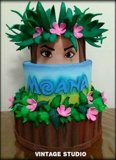 I hope you enjoy these amazing MOANA CAKE ideas. Moana Birthday Party, Moana Party, 6th Birthday Parties, Luau Party, Bolo Moana, Character Cakes, Disney Cakes, Girl Cakes, Cake Tutorial