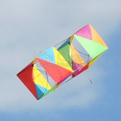 A more homey image of a Box kite here. Triangular coloring of the panels gives this traditional square Box a bold presence in the air... T.P. (my-best-kite.com)