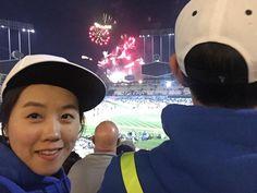 THINK BLUE: 마지막 폭죽까지이나라에서 스포츠 즐기며 인생을 즐기며 살고싶다는 생각이 드네일만하며 늙지말자우린꼬오옥다음엔 어디갈까나용 으흥흥 #땡큐#LA#다저스스타디움#WeLoveLA#jackierobinsonday #42 by choara103