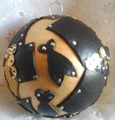 Magnifique boule de Noël cigales cuir doré noir par 1jeu3Provence