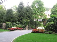 Front Yard Landscaping Design Ideas, Pictures, Remodel, and Decor - page 7