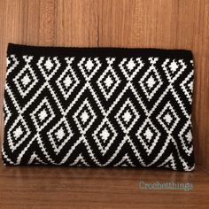 Discover thousands of images about 15 - 05 - 2018 Crochet Wallet, Crochet Coin Purse, Crochet Purses, Tapestry Crochet Patterns, Weaving Patterns, Modern Crochet, Diy Crochet, Peyote Stitch Patterns, Tapestry Bag