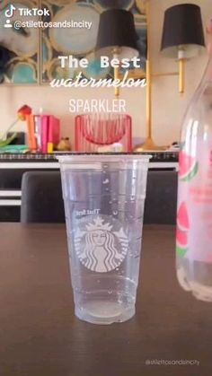 Starbucks Summer Drinks, Bebidas Do Starbucks, Secret Starbucks Drinks, Dessert Drinks, Yummy Drinks, Healthy Drinks, Kreative Desserts, Fancy Drinks, Fun Baking Recipes