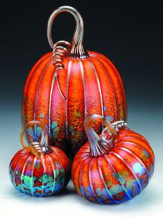 Jack Pine Studio The most beautiful pumpkins! Jack Pine Studio The most beautiful pumpkins! Glass Pumpkins, Fall Pumpkins, Ceramica Exterior, Pumpkin Art, Pumpkin Ornament, Gourd Art, Art Festival, Art Fair, Hand Blown Glass