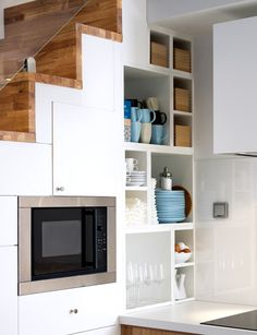 Great use of space under stairs in modular units of Ikea Metod kitchen. Kitchen Layout, Kitchen Design, Kitchen Ideas, Small Apartments, Small Spaces, Ikea Metod Kitchen, Kitchen Storage, Kitchen Under Stairs, Ikea Ps 2014