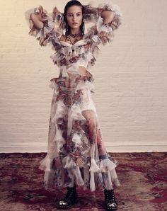 O Poder dos Acessrios Mixados a Transparências Resultam em Glamour na Vogue Rssia abril 2017  Fragmentos de Moda