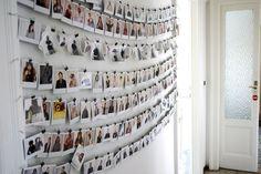photo wall (via HomeStories   Casa Cesare & Silvia)