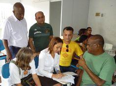Eliziane Gama assina termo de compromisso com o Grupo Solidariedade e Vida