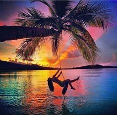 Silhouette of girl on swing palm tree & sunset Beautiful Sunrise, Beautiful Beaches, Amazing Photography, Nature Photography, Paradis Tropical, Perfect Day, All Nature, Pretty Pictures, Beautiful World