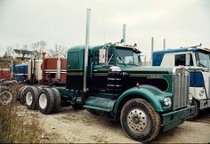 The oldies box said I had to put this one up. This KW wears the same paint that my Kenworth did. It was brand new at KW in Milwaukee, Wisconsin and is the same year as mine. Photographed October 1971.