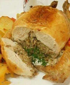 Фото к рецепту: Праздничная фаршированная курица без костей