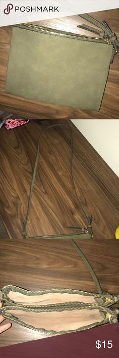 Green Crossbody Purse Never been used!!! A crossbody purse that has two different storage compartments and another space for storage in the middle! Old Navy Bags Crossbody Bags