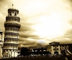 Leaning tower of pisa in black and white wallpaper