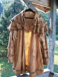 Walnut dyed Longhunter's Frock coat, hand sewn by Miss Tudy. I love my frock! 18th Century Clothing, 18th Century Fashion, Mountain Man Clothing, Roman Kings, Man Gear, Longhunter, Fur Trade, Hunting Shirts, Period Outfit