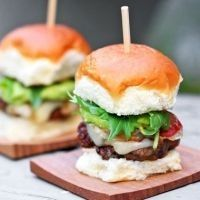 「スライダー」がブームの予感?かわいいサイズのハンバーガーが女子に人気♡