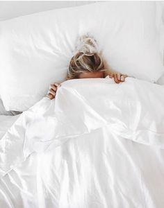 All white bedding Aspyn Ovard, Poses Photo, Natural Sleep Aids, Lazy Days, White Bedding, All White, Pure White, Relax, Cozy