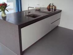 CaesarStone (Raven) kitchen worktop by Erbi - Grando Zaandam
