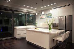 "modern kitchen design by dana shaked מטבח בדירת יוקרה בת""א. עיצוב - דנה שקד"