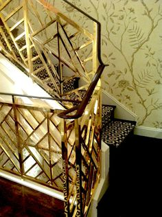 Brass Chinese Chippendale staircase and Chinoiserie wallpaper at the Tory Burch Madison Avenue store in NYC. Staircase Railings, Banisters, Stairways, Staircase Ideas, Banister Rails, Metal Railings, Staircase Makeover, Railing Ideas, Chinoiserie Wallpaper