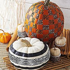 These outdoor Halloween decorations are guaranteed to cast a spooky spell over the whole neighborhood. Each easy Halloween decoration is made for your front door, porch, sidewalk, or yard and can weather the cold or rain. Fall Pumpkins, Halloween Pumpkins, Halloween Crafts, Halloween Ideas, Halloween Tricks, Halloween Cupcakes, White Pumpkins, Halloween Foods, Halloween Designs