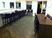 Bar met bartafel
