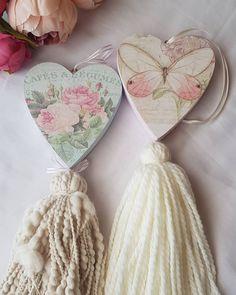 Flores Shabby Chic, Shabby Chic Flowers, Shabby Chic Crafts, Shabby Chic Decor, Decoupage Vintage, Vintage Crafts, Crafts To Sell, Diy And Crafts, Manualidades Shabby Chic