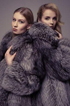 Image may contain: one or more people Long Fur Coat, Fur Coats, Fur Coat Fashion, Fabulous Fox, Sheepskin Coat, Furry Girls, Celebrity Couples, Cute Woman, Moda Femenina