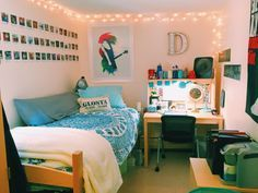 Cute dorm room that would also be a great use of space in a small bedroom house