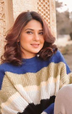 Anupama Parameswaran, Kareena Kapoor Khan, Jennifer Winget, Bollywood Stars, V Neck, Actresses, Actors, Celebrities, Dramas