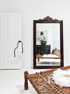 Black and White makeover of a Sydney house Natural Living, Feng Shui, Black And White Interior, Black White, Deco Boheme, Style Deco, Interior Decorating, Interior Design, Home And Deco