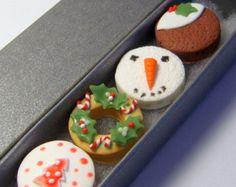 caja de regalo de navidad llena de tortas de navidad