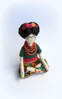 Frida Kahlo Puppe weiche Skulptur Frida Kahlo von SashaMedovaya
