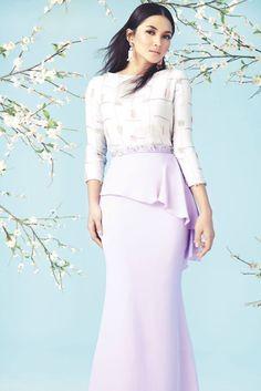 Raya by Innai Red. The prints on the blouse is… Muslim Fashion, Modest Fashion, Fashion Dresses, Hijab Fashion, Muslimah Clothing, Kebaya Dress, Batik Fashion, Chic Dress, Couture Dresses