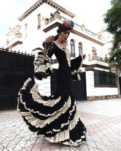 "18.8 mil Me gusta, 182 comentarios - Rocío Osorno (@rocio0sorno) en Instagram: ""Esto es Sevilla y aquí hay que morir!! Vamos a por el quinto día!! 💃🏻"" Sexy Dresses, Gypsy Dresses, Cute Dresses, Dress Outfits, Spanish Dress, Spanish Style, Flamenco Costume, Flamenco Dresses, Brand Icon"