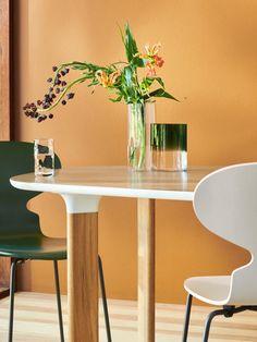 Fritz Hansen Die Ameise 3101 New Colours von Arne Jacobsen, 1952 - Designermöbel von smow.de Fritz Hansen, Eames, Arne Jacobsen Chair, Ant Chair, Plywood Design, Dining Chairs, Dining Table, Dining Room, Take A Seat