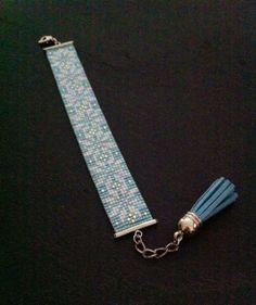 Bracelet Manchette FloconsBleu givré par TDFTheDreamFactory, €23.00 Seed beads loom bracelet.