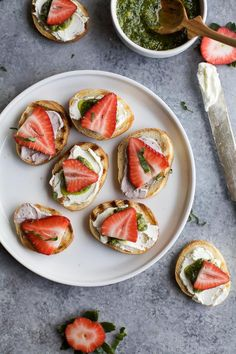 PESTO CREAM CHEESE STRAWBERRY BRUSCHETTA BITES an easy fresh bold flavored appetizer recipe that's perfect for those summer parties! | joyfulhealthyeats.com | #ad | appetizer @ArlaUSA
