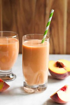 This Peach Carrot Smoothie is dairy-free, delicious and has only 4 ingredients (banana, peach, coconut water and greek yogurt). Nutribullet Recipes, Easy Smoothie Recipes, Yummy Smoothies, Yummy Drinks, Healthy Drinks, Fitness Smoothies, Homemade Smoothies, Apple Smoothies, Green Smoothies