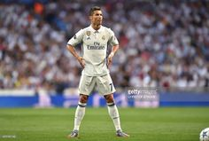 Real Madrid's Portuguese forward Cristiano Ronaldo prepares for a free kick during the UEFA Champions League quarterfinal second leg football match Real Madrid vs FC Bayern Munich at the Santiago Bernabeu stadium in Madrid, Spain, on April 18, 2017. / AFP PHOTO / Christof STACHE