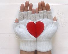 VALENTINES DAY Gift, EXPRESS Shipping, Heart Gloves, Deep Red Gloves, Plaid, Gift For Her, Valentine Gift Idea, Hearts, Girlfriend Gift  These are gloves with stories... A special gift for your lover, for your friends, for your beloved ones or for yourself :)  They are manufactured in a special atelier in Istanbul and made of wool blend that makes them really soft & warm. Handcrafted in a smoke free & pet free environment.  Please hand wash in lukewarm water and lay flat to dry.  One size…