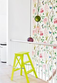 Summer-feeling with this floral wallpaper.