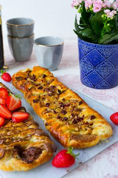 Wienerpekanlängd - ZEINAS KITCHEN No Bake Desserts, Vegan Desserts, Sweet Pastries, Swedish Recipes, Fika, Savory Snacks, Vegetable Pizza, Sweet Tooth, Tart